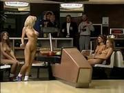 Вечеринка - голый боулинг
